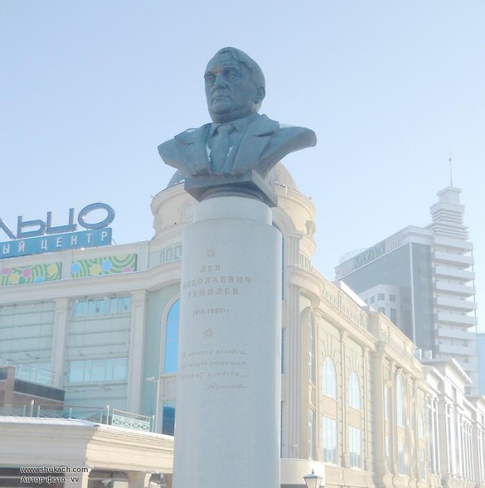 Памятник Гумилёву на Кольце